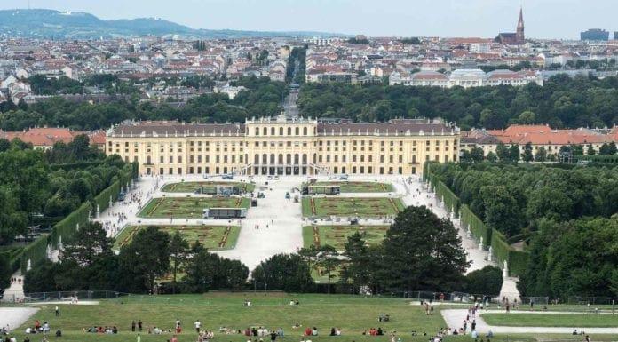 Pałac Schönbrunn i panorama Wiednia