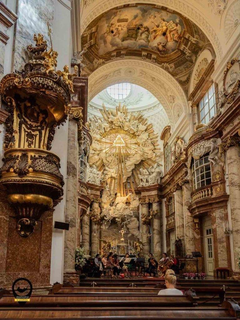 Wnętrze kościół św. Karola Boromeusza w Wiedniu