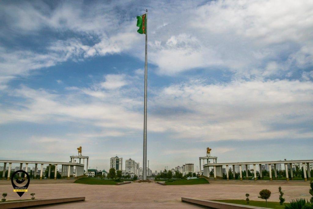 Wielka flaga Turkmenistanu na 133 metrowym maszcie, Aszchabad