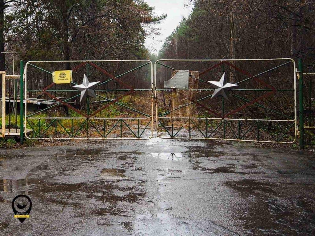 Wjazd na teren bazy Czarnobyl II,na mapach opisywanej jako ośrodek wypoczynkowy dla dzieci