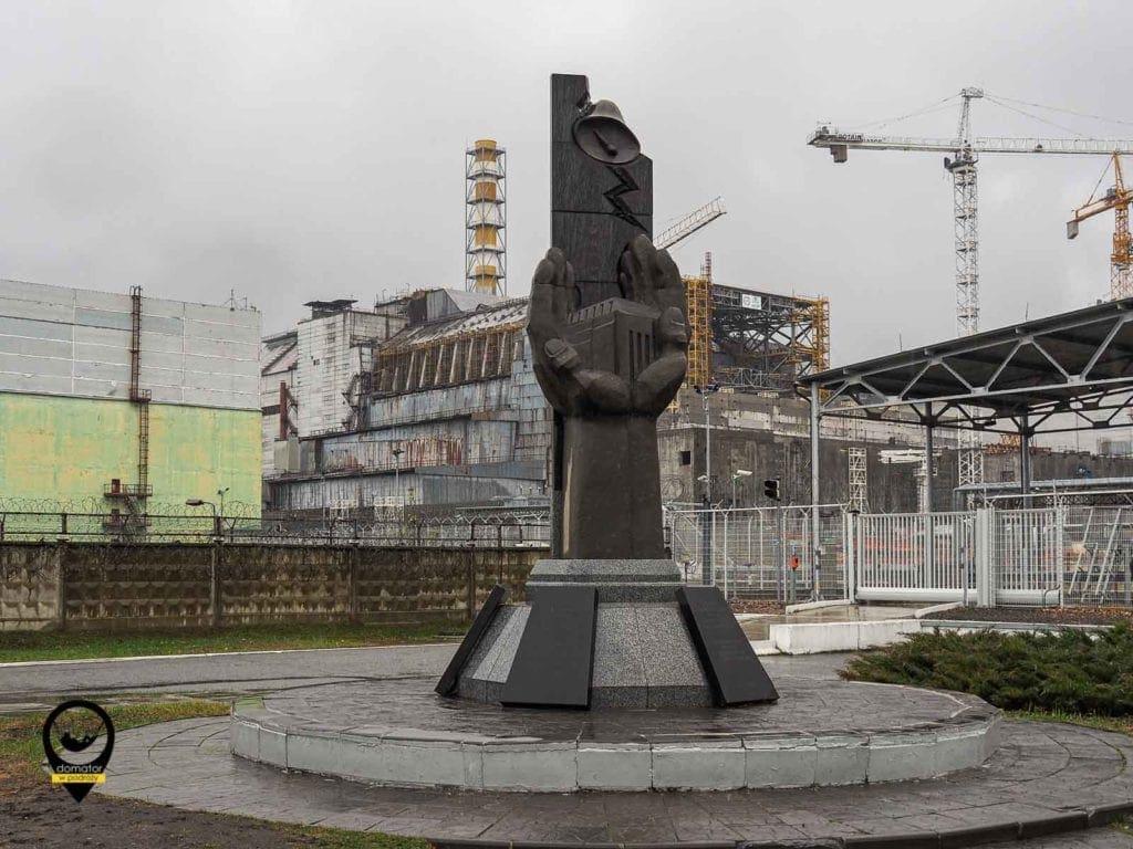 Blok IV w Czarnobylu, pomnik likwidatorów skutków awarii
