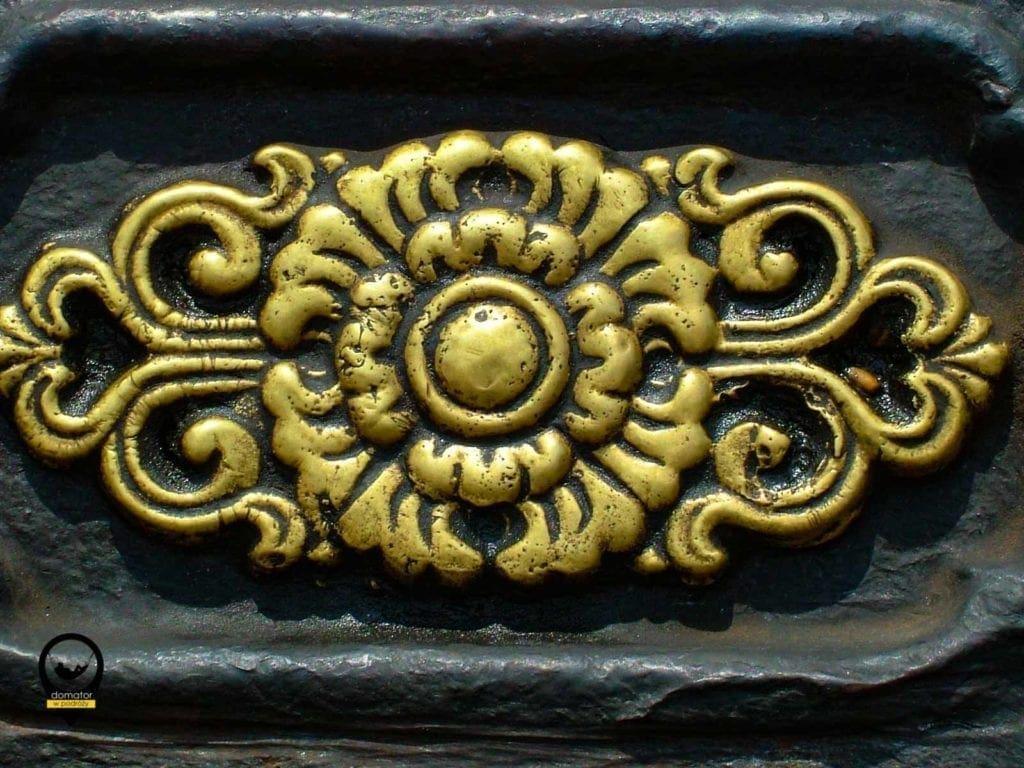 Gandan-ornament na urnie