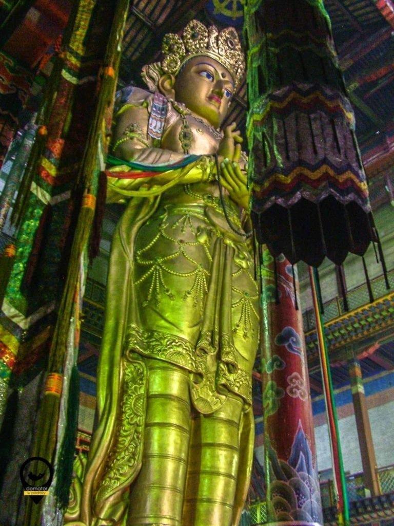 26 metrowy posąg bodhisattwy Awalokiteśwary zwanego Wszechwiedzącym